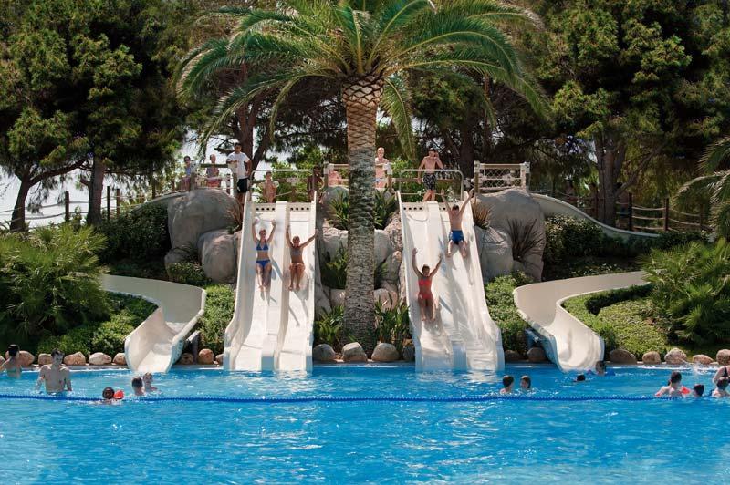 Disfruta de la piscina blog campings tarragona for Piscinas con toboganes