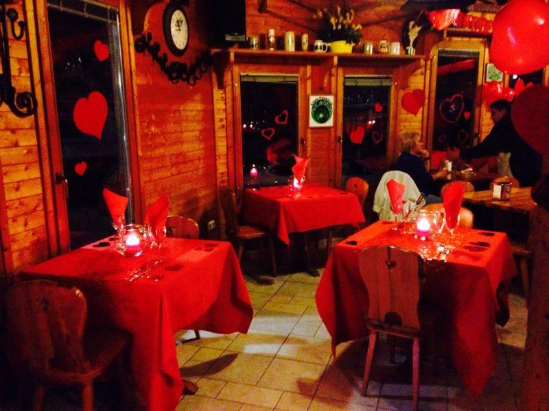 Decoración de la cena de San Valentín en el camping Arc de Bará